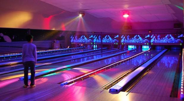 09-glow-bowlling-ftsofan-fl